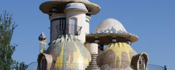 La Torre de la Creu, aussi appelée Casa del Ous (maison des œufs) de Josep Maria Jujol