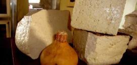 El mundo del queso en un pajar