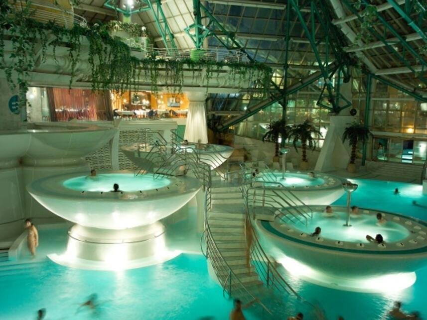 Oferta de hoteles en andorra la vella for Balneario de fortuna precios piscina