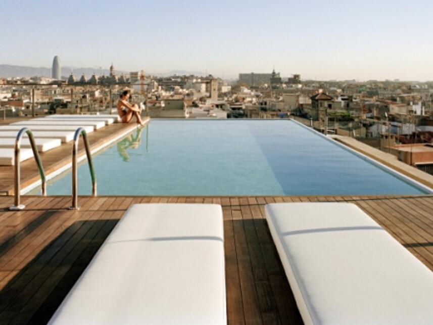 Ofertas hoteles piscinas con estilo barcelona for Hoteles baratos con piscina climatizada