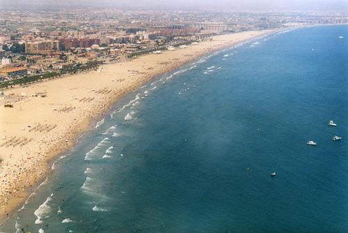 La playa de la malvarrosa tu hotel en for Spiaggia malvarrosa valencia