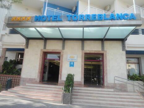 """Foto del exterior de """"Hotel Torreblanca"""""""