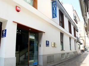 """Foto do exterior - """"La Boutique Puerta Osario"""""""