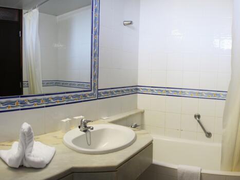 Bathroom – Hotel Auramar Beach Resort