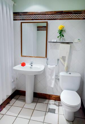 """Foto del baño de """"Hotel Doña Juana"""""""