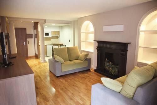 Apartamentos turisticos cesaraugusta zaragoza for Habitacion familiar en zaragoza