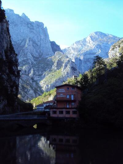 Foto do exterior - Hostal Poncebos