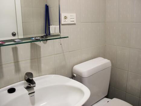 Foto del baño de Aparthotel Veramar