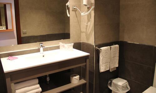 Foto del bagno Aparthotel Voramar