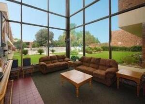 """Foto delle aree comuni da """"Hotel Econo Lodge Inn & Suites Alexandria"""""""