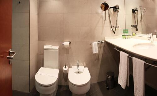 Foto del baño de Silken Ciudad Gijón