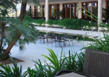 "Foto exterior del ""Hotel Los Robles"""