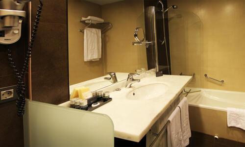 Badezimmer - Hotel HG Alto Aragón
