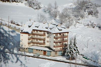 Foto degli esterni Apartamentos Espot 1300