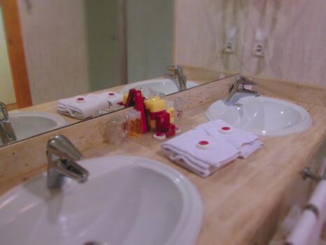 Bathroom – Peñiscola Plaza Suites