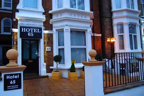 Foto del exterior de Hotel 65 And Annex
