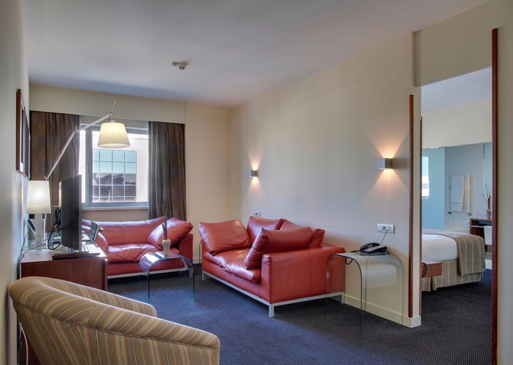 Bah barcelona airport hotel prat de llobregat for Habitacion 73 barcelona