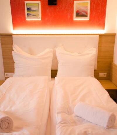 Bild - Alpha & Omega Hotel