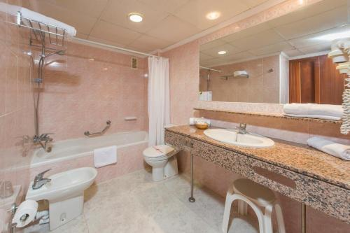 Bathroom – Aparthotel Playasol Jabeque Soul