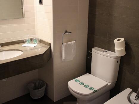 Foto del baño de Hotel California Garden