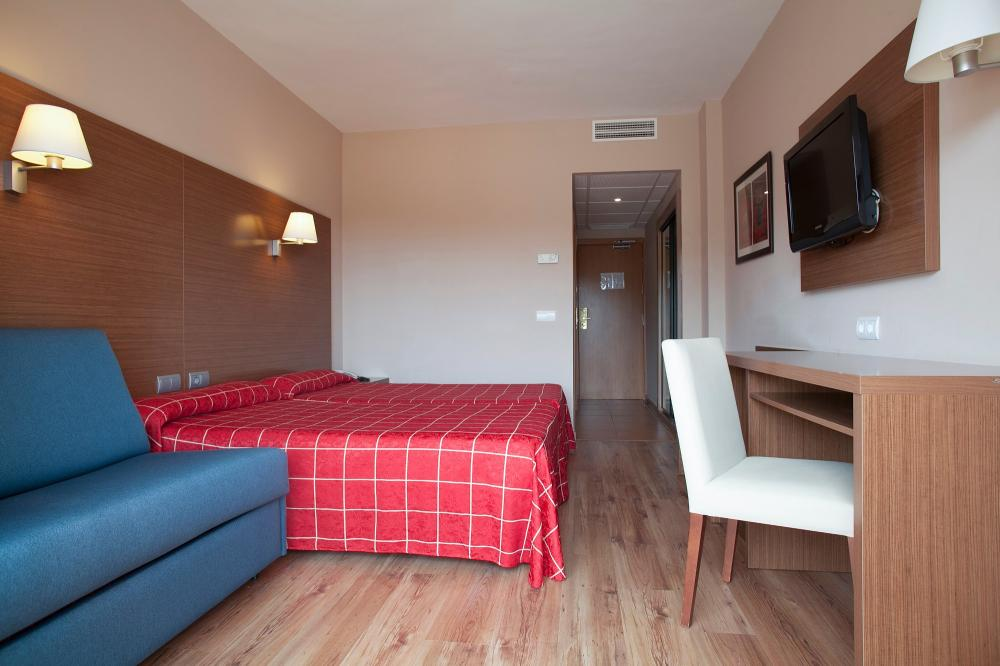 Hotel oasis park salou for Hotel habitacion familiar tarragona