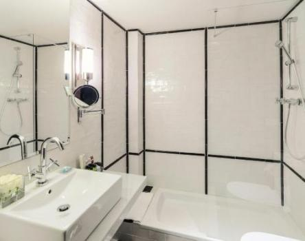 Bathroom – Hotel H10 Catalunya Plaza