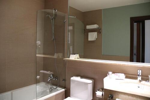 Foto del baño de Hotel y Apartamentos Conilsol