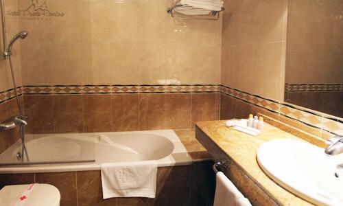 Foto del baño de Hotel Puente Romano de Salamanca