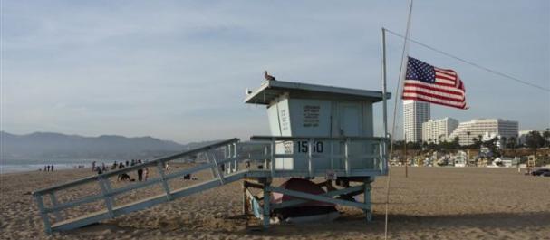"""Picture Los Angeles: \""""Los Vigilantes de la Playa\"""" en la playa de Sant"""
