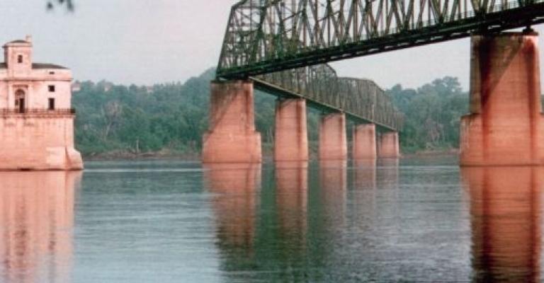 Foto von Missouri: Rio Mississippi a su paso por Saint Louis