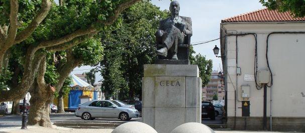 Fotografía de La Coruña: Estatua de Camilo José Cela en Padrón