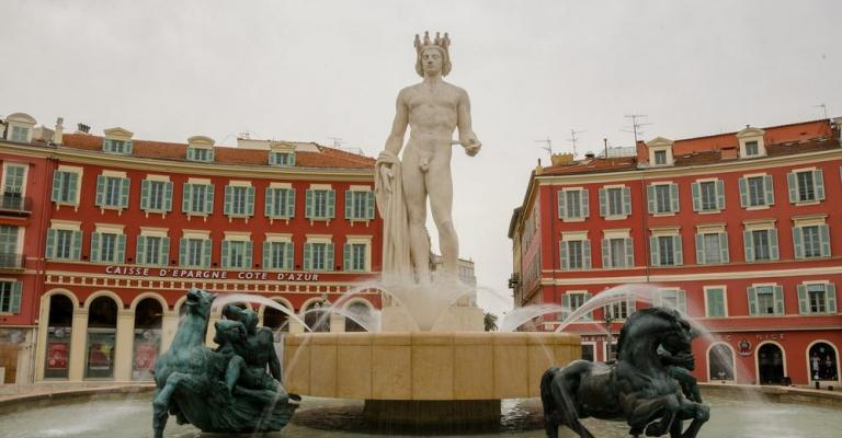 Foto : Place Massena estatua