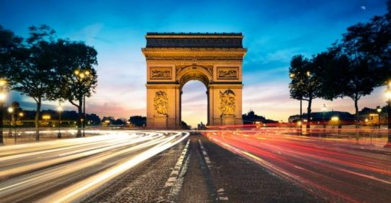Photo France: Champs Elysées y L\'Arc de Triomphe