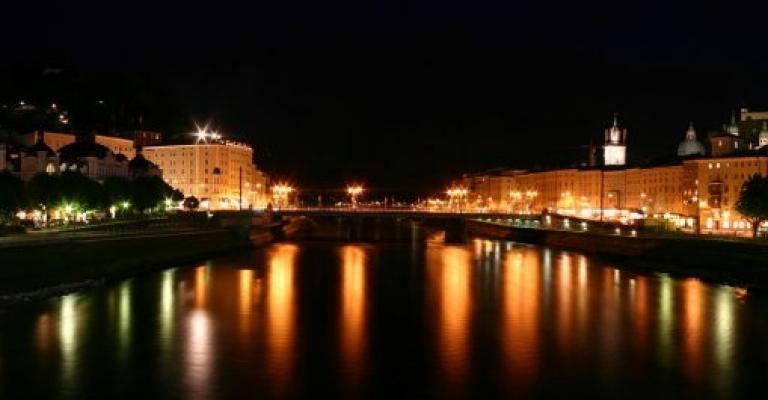 Foto von Salzburg: Desde el Salzach, de noche