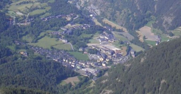 Foto von Ordino: Vista aérea de Ordino