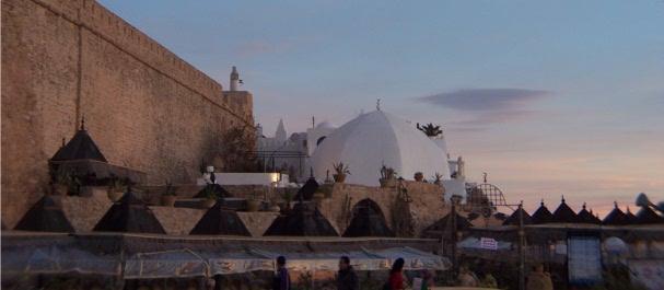 Fotografía de Túnez: Café junto a la muralla