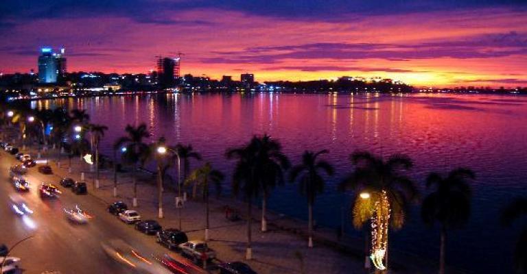Foto von Angola: Luanda de noche