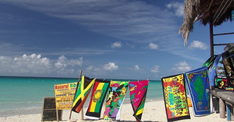 Fotografía de : Jamaica playa banderas